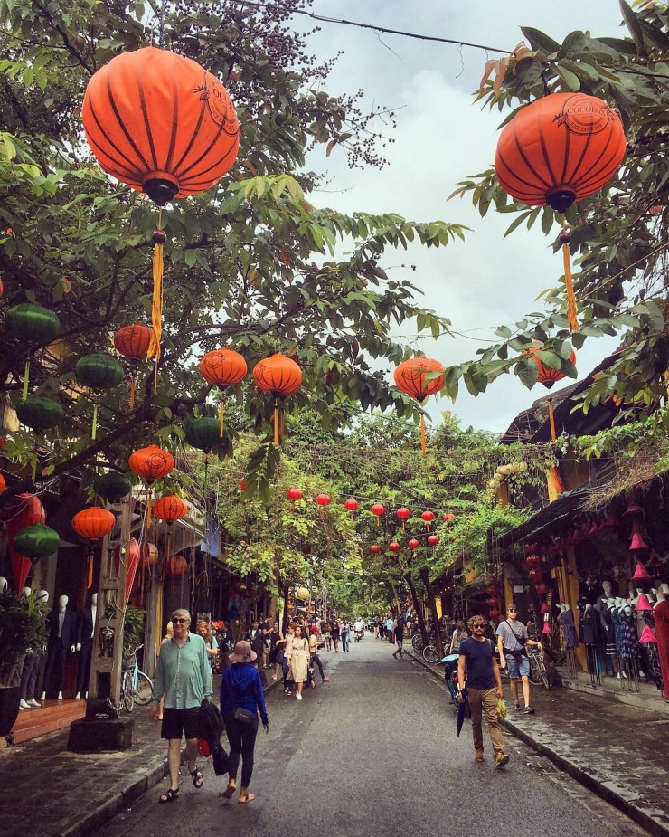 Chinese style lanterns in enchanting (if somewhat kitschy) Hoi An.