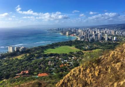 Watching Honolulu from afar at Diamond Heads (O'ahu).